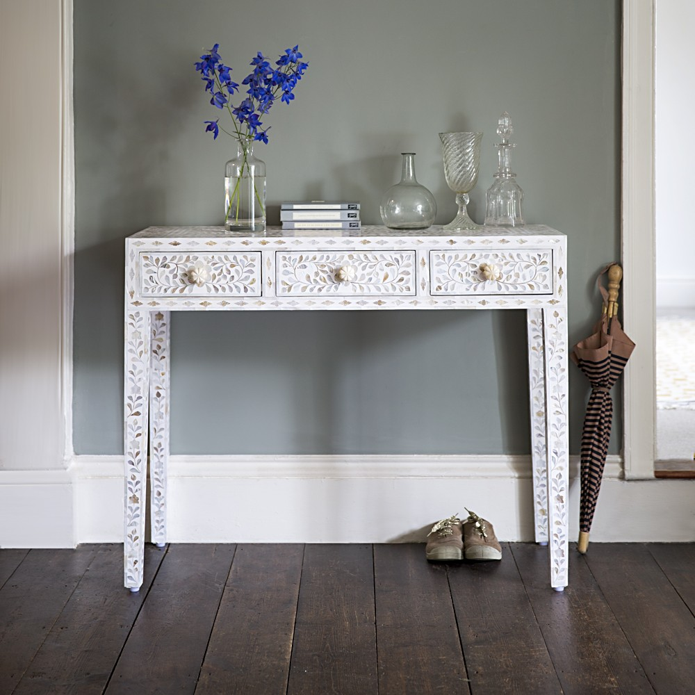 Classic mother of pearl dressing table in pearly white for Table table table